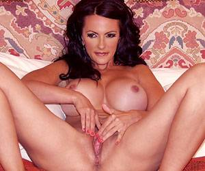 Catalina Cruz masturbating live on webcam