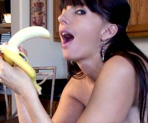 Catalina Cruz deep throating a big banana