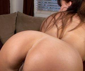 Catalina Cruz naked playing with her big booty