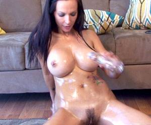 Catalina Cruz masturbates with hot oil in pussy