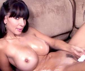 Catalina Cruz fucking her wet pussy with dildo