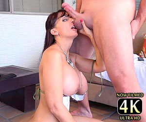 Catalina Cruz cockslapping while on live cam