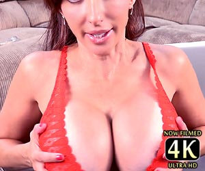 Catalina Cruz huge boobs busting her bra live on cam