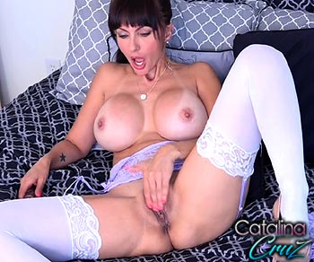 Catalina Cruz rubbing and fucking her juicy pussy live
