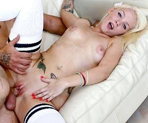 Tiffani Taylor getting shaved pussy fucked