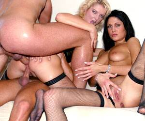 Barbara Summer fucked with 2 big cocks anal
