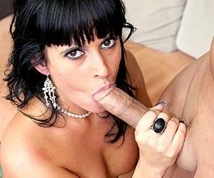 Dasani Lezian on the floor sucking big cock
