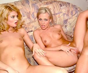 Veronica Carso fucks a cock in a threesome