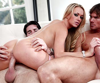 Paige Ashley fucked with 2 big dicks at the same time threeway