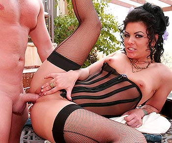 Jezebelle Bond having a romantic sex session with Joey Ray outdoors