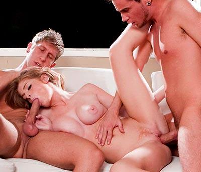 Faye Reagan enjoys gangbang with her boyfriend and his buddies