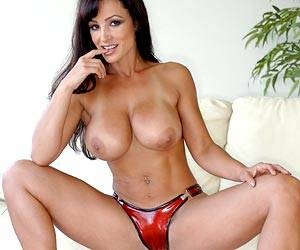 Milf Lisa Ann playing with her sexy body